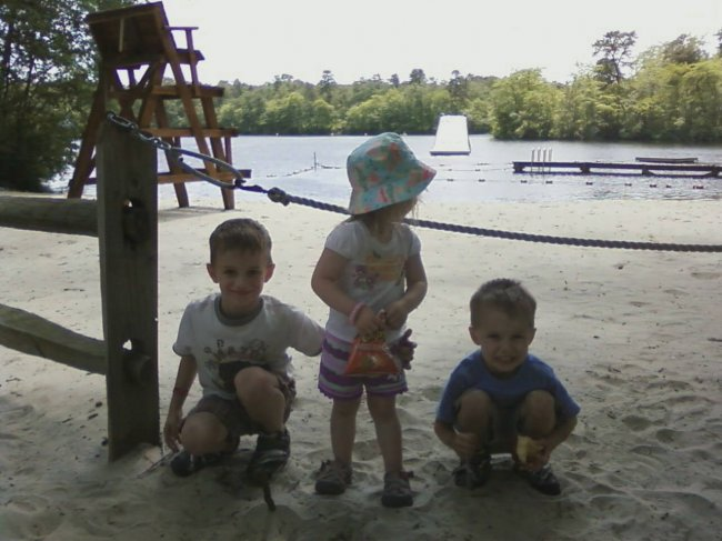 robbie-katherine-and-ryan-at-their-local-pond